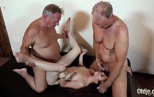 homens mais velhos transando com jovens